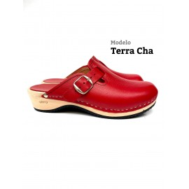 red buckle barefoot clogs